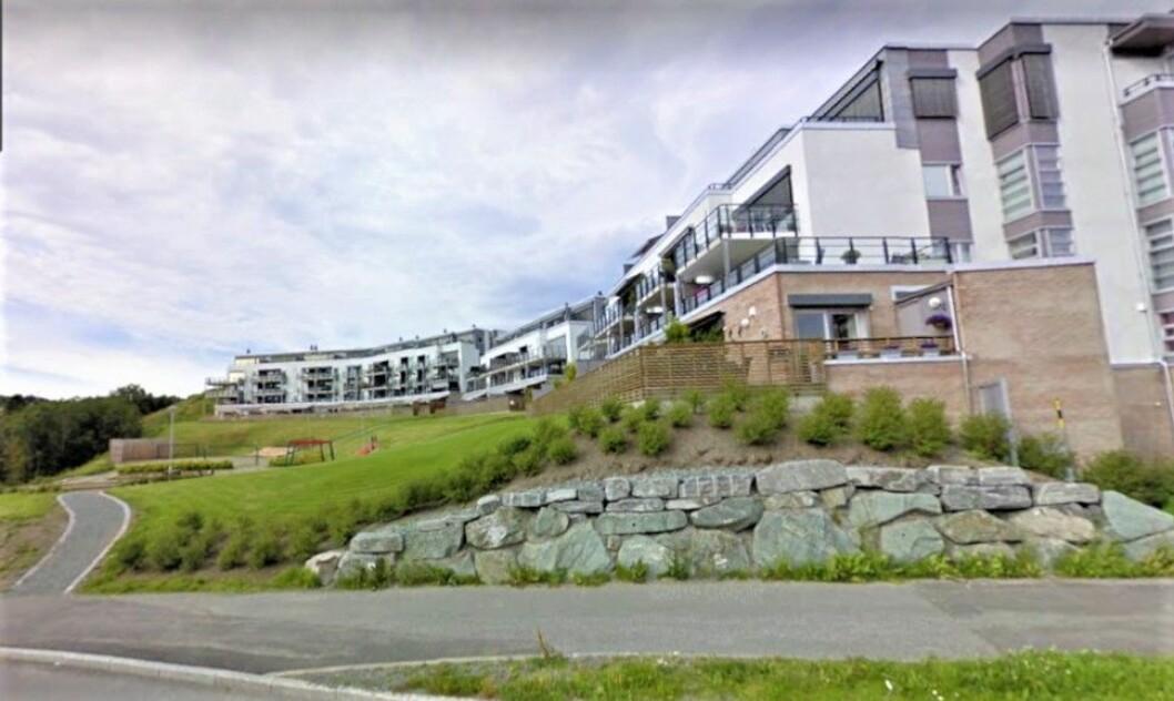 FUKTIG SAK: Kort tid etter oppføringen av dette leilighetskomplekset oppdaget kjøperne at fasaden ikke var tett. Etter to runder i rettssystemet er erstatningskravet skjerpet mot utbygger Maja Eiendom Holding.(Foto: Google Street View)