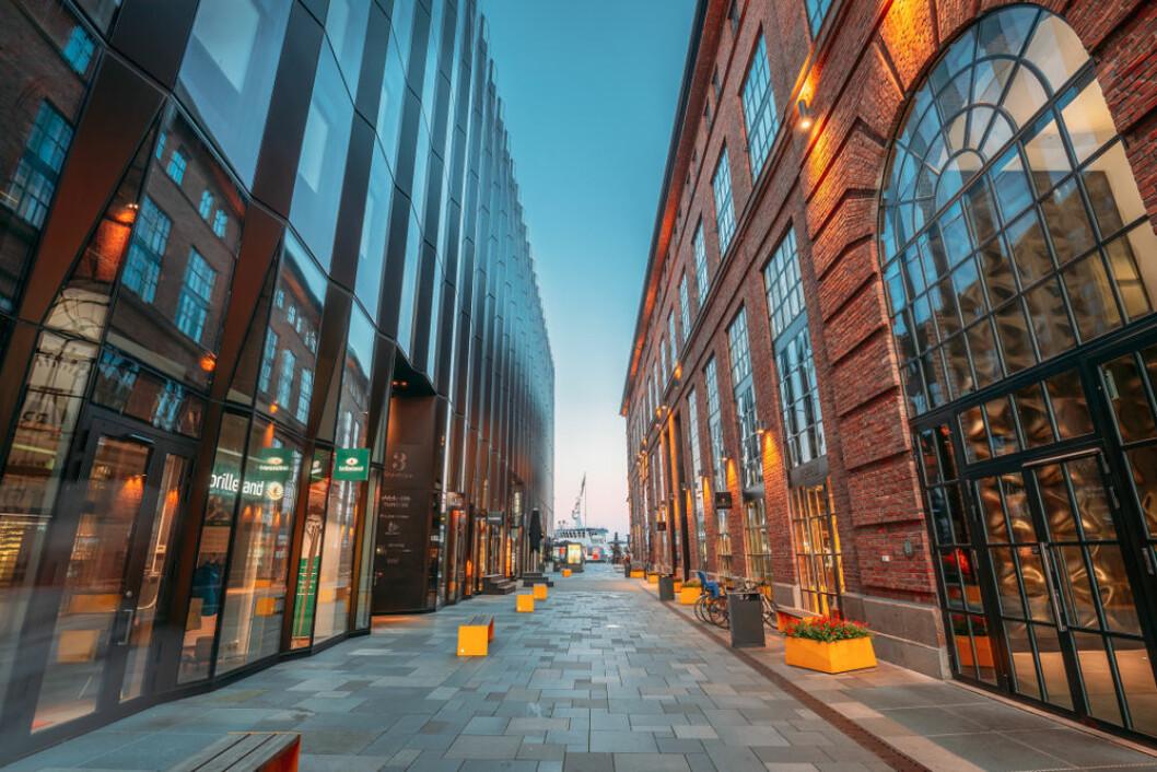 TØFFE TIDER: Kjøpesenteret på Aker Brygge har merket korona-effekten på omsetningen. Foto: Grisha Bruev/Shutterstock.com