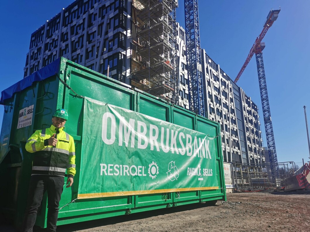 OMBRUK: Resirqel og Ragn-Sells samarbeider for økt ombruk av byggematerialer.  Martin Eid ser frem til å komme i gang. Foto: Resirqel