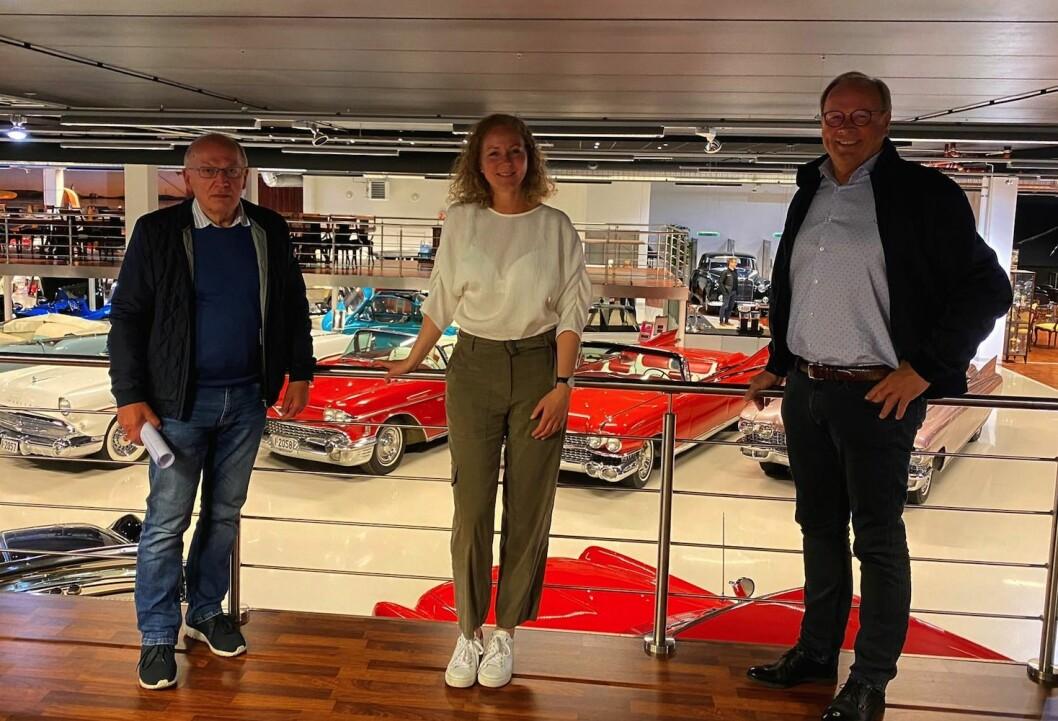 AVTALE: Hans Otto Daland, Jill Akselsen, Roald Reme har signert avtale som gir J.B. Ugland Eiendom innpass i et attraktivt byutviklingsprosjekt i Kristiansand.