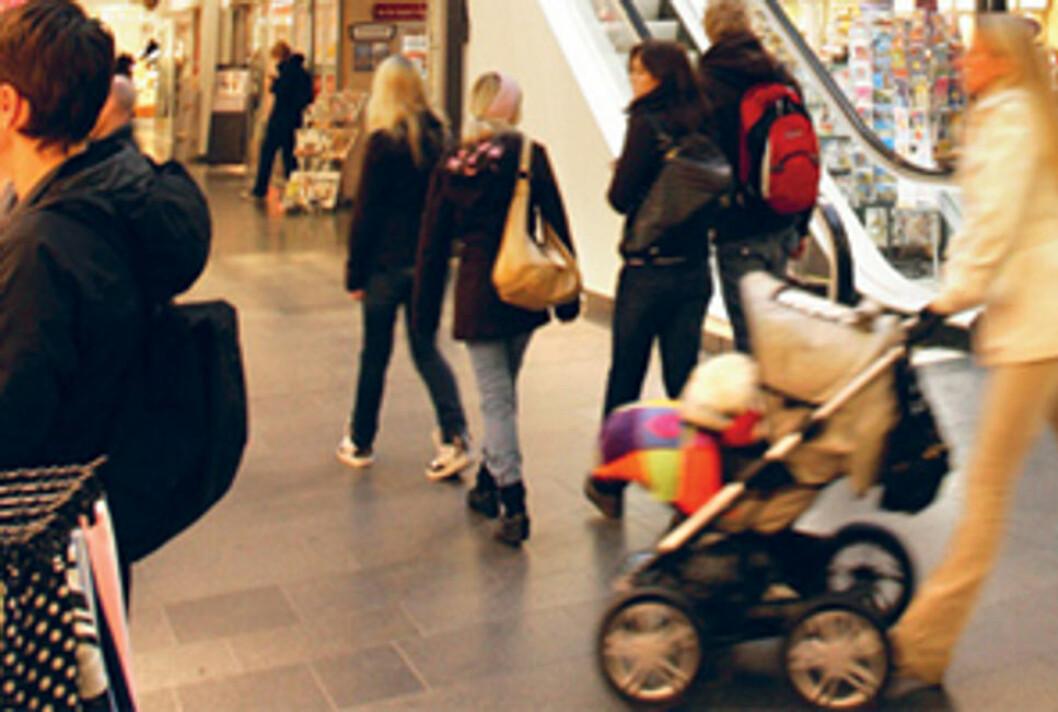TYDELIG NEDGANG: Butikknæringen rapporterer om en betydelig nedgang i julehandelen sammenlignet med i fjor, og det settes nå sin lit til at den siste uken sørger for oppgang i salget.