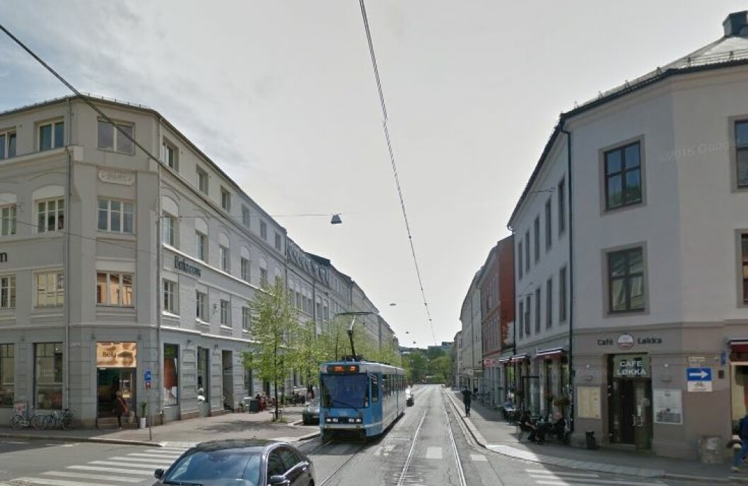 Spabo Eiendom mener en nedleggelse av holdeplassen vil resultere i tapt omsetning for leietakerne. (Foto: Google Street View)