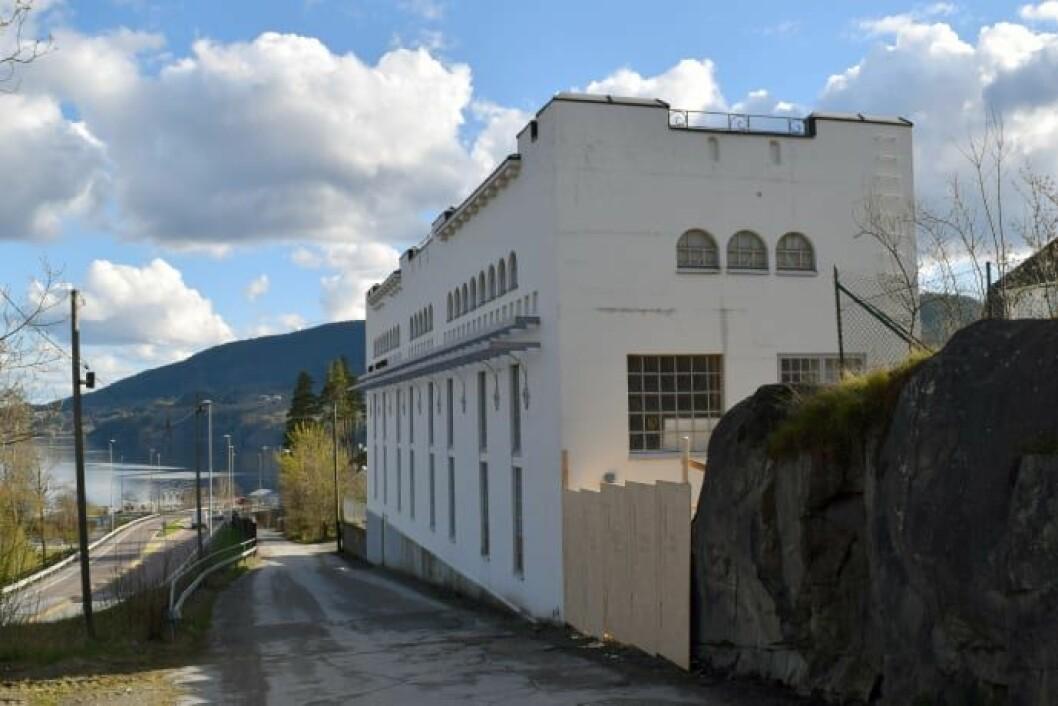 Kabelhuset fra 1916 på Notodden har fått støtte. Nå skal det bygges moderne leiligheter der. (Foto: Einar Engen)