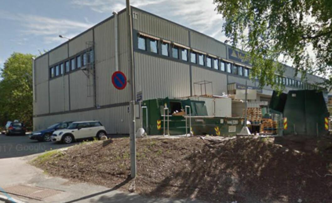 DØMT TIL Å OVERTA 6000 M2: Oslo kommune eier ikke dette bygget og krever at eieren besørger riving. Nå er kommunen dømt til å overta bygningsmassen for 12 millioner kroner.(Foto: Google)
