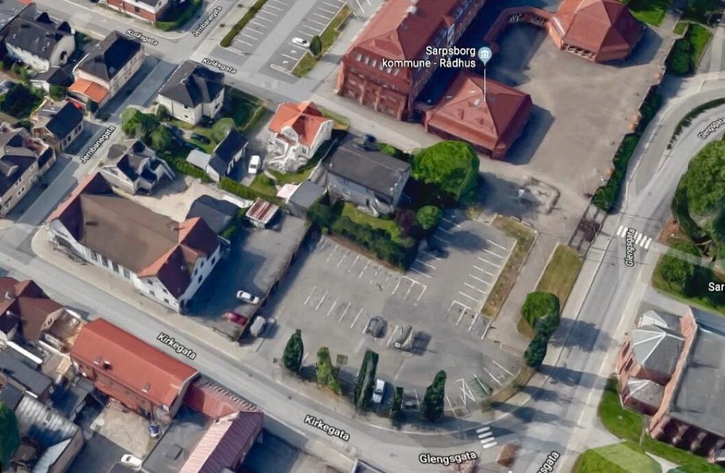 KVARTAL: Kulås Utvikling betalte 40 millioner kroner for dette kvartalet ved Sarpsborg rådhus. Foto: Google Maps