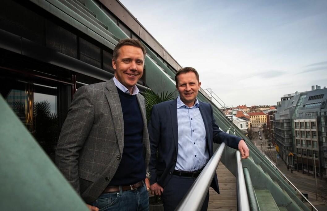 GÅR SAMMEN: Daglig leder Kjetil J. Olsen i Husleie.no (t.v.) og administrerende direktør Oddbjørn Berntsen i Easybank (t.h.).