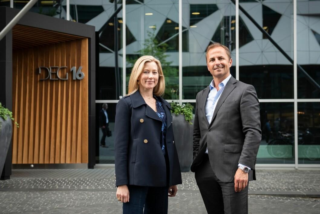 DEAL: Braathen Eiendom kjøper House of Business' Bjørvika-avdeling. Fv utleiesjef Ingrid Elisabeth Moe i Braathen Eiendom og Andreas Borch-Nielsen i House of Business.