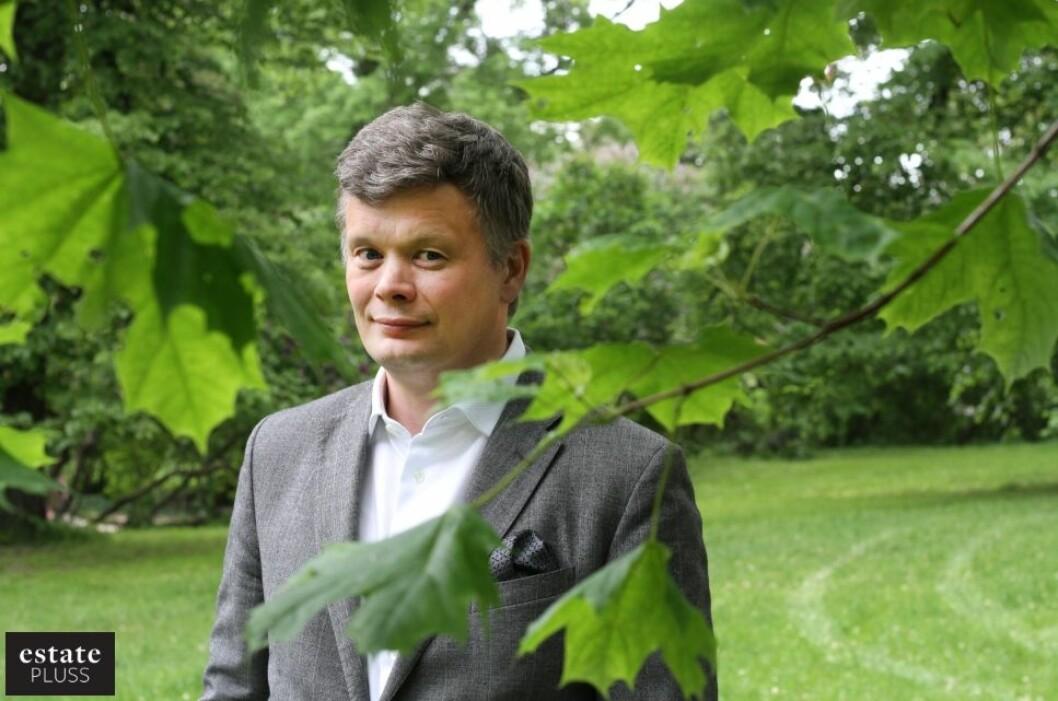 MILLIARDER: analysesjef Ragnar Eggen i Akershus Eiendom sier kolonihagene er verdt mange milliarder som boligtomter, men å bygge der hjelper lite på prisene. Foto: Glen Widing