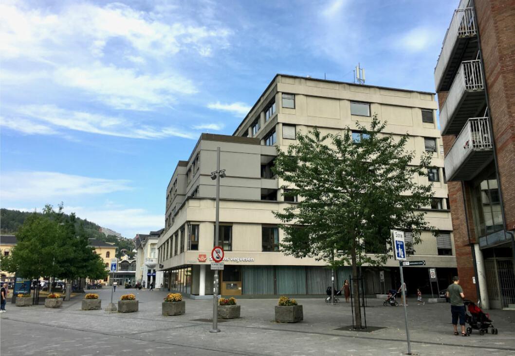 UTDATERT: Tollbugata 2 i Drammen er bygd i 1974, og står foran en total rehabilitering i årene som kommer. (Foto: SPIR Arkitekter)