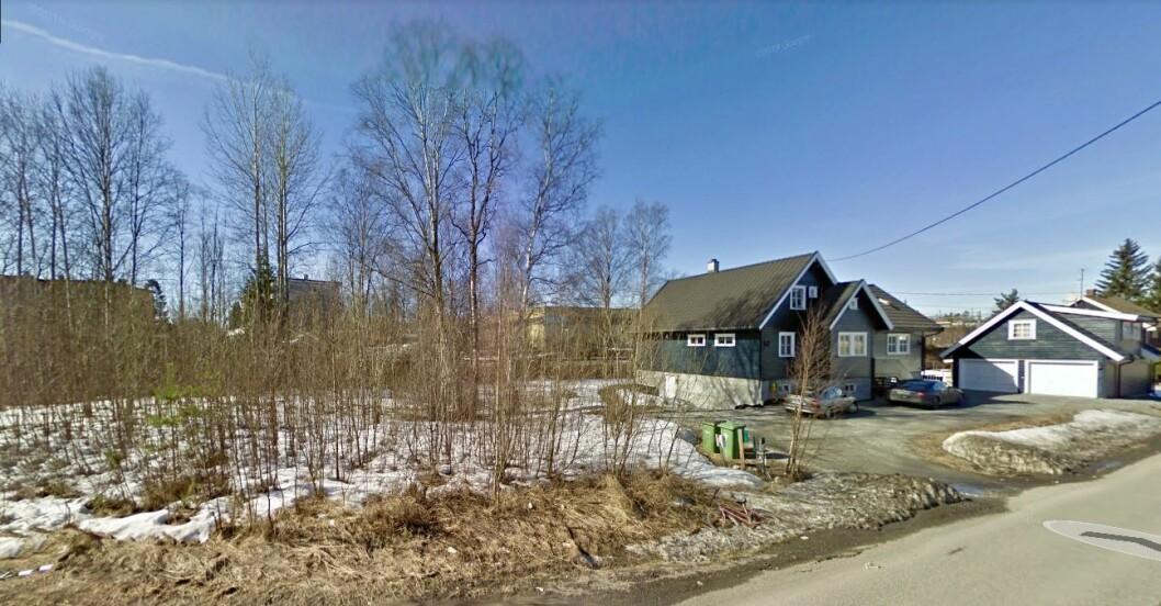 DYRT: Eieren forlanger 45 millioner kroner for disse to tomtene på Lørenskog. Foto Google Street View