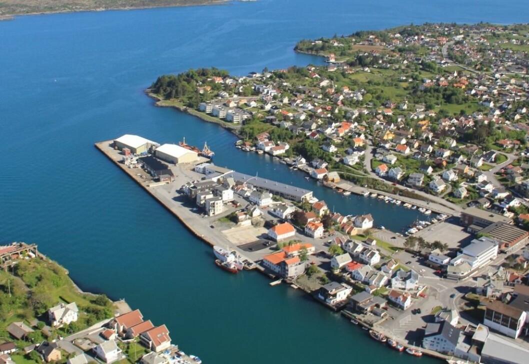 SOLGT: Tomten har en meget god beliggenhet i Kopervik. Foto: Karmsund Havn.