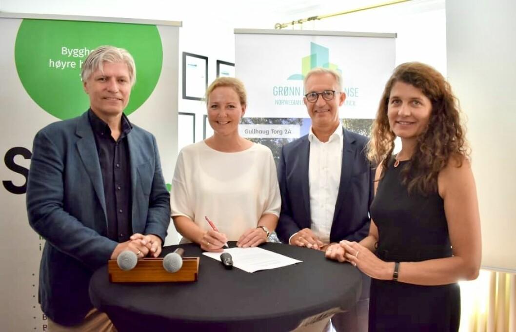J.B. Ugland Eiendom har forpliktet seg til å bygge grønt i fremtiden. Her fra en debatt om om bokvalitet. F.v. Ola Elvestuen, Jill Akselsen (J.B. Ugland Eiendom) Thor Olaf Askjer (Norsk Eiendom) og Katharina Bramslev (Grønn Byggallianse).