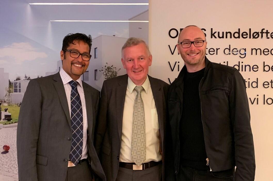 BEST: Morten Olaisen (til høyre) fra NEMEET har kåret den beste merkevaren i næringseiendom. OBOS' Daniel Siraj og Nils Morten Bøhler er fornøyd med resultatene.
