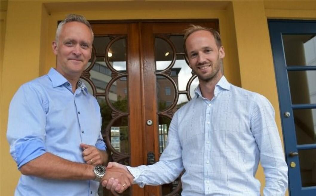 SKIFTE: Adm. dir. Marius Tunstad (t.v.) i Aase Gruppen har nå gitt stafettpinnen til Kristian Reinertsen. Foto: Aase