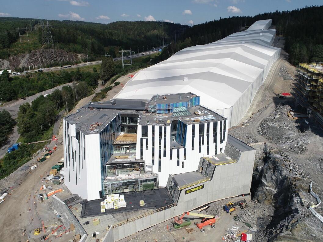 PÅKOSTET: Fasaden på SNØ koster 40 millioner kroner. Foto: Betonmast