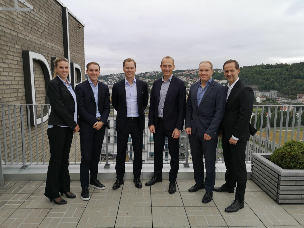 FULLTALLIG: Transaksjonsdesken i DNB Næringsmegling. F.v.: Anne Elisabeth Næstvold, Niklas Gustafsson, Frikk Hoven, Hans-Christian Birkedal, Gunnar Selbyg og Geir Gjerde.
