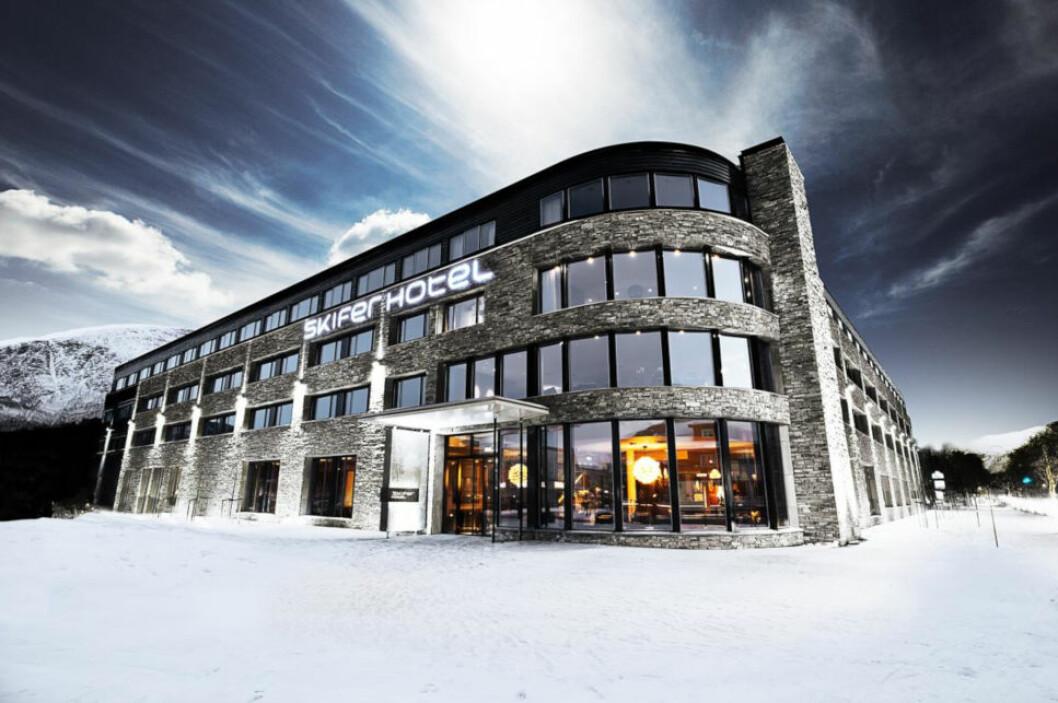 KJØLIGE TALL: Kjell Inge Røkke og Anders og Arthur Buchardt har tapt penger på Quality Hotel Skifer på Oppdal siden oppstarten, men underskuddene har blitt betydelig redusert de siste årene. (Foto: Quality Hotel Skifer)