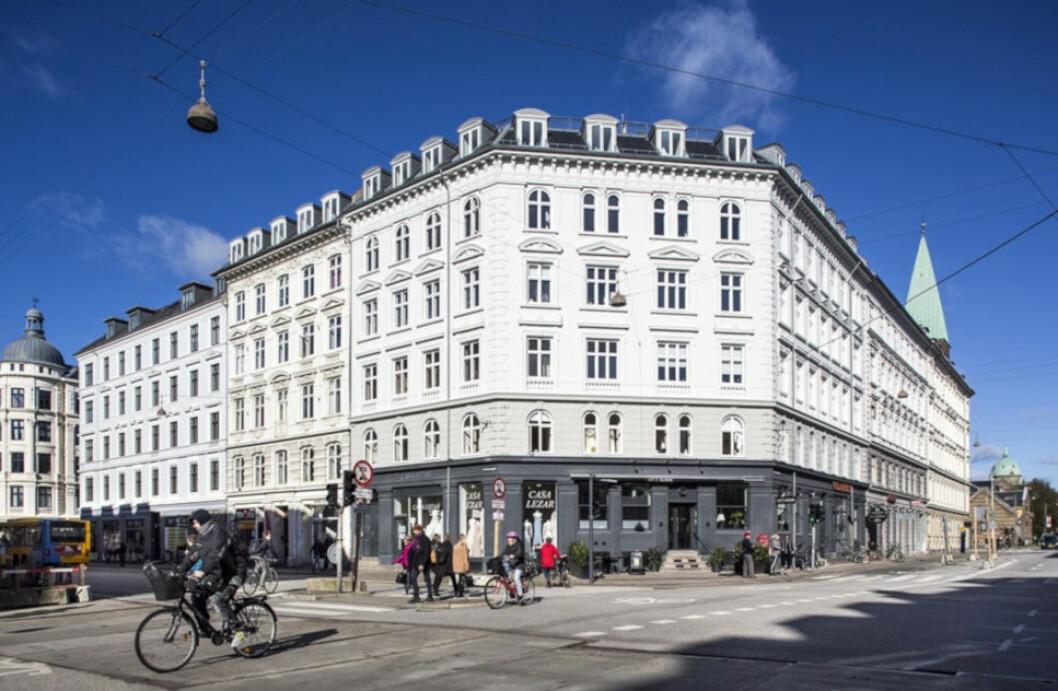 SENTRUM AV KØBEN: Frederiksborggade 38 er blant eiendommene til den norske eiendomsinvestoren Trygve Bjerke. Hjørnegården er oppført i 1876 og inneholder både leiligheter, restaurant og en brudesalong.