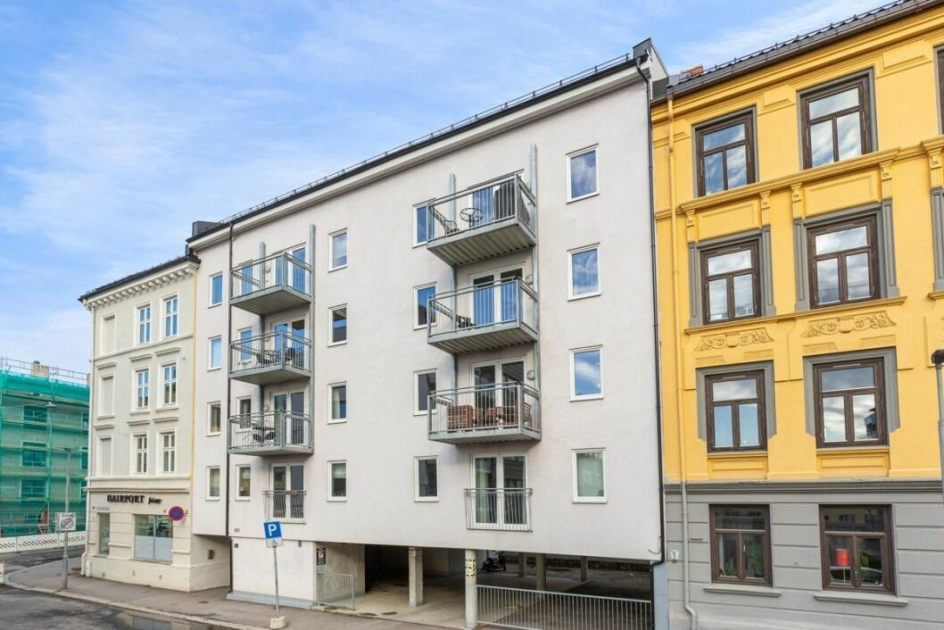 BYGGET I 2012: Ifølge PrivatMegleren holder alle leilighetene en god utleiestandard med pene kjøkken og flislagte bad.