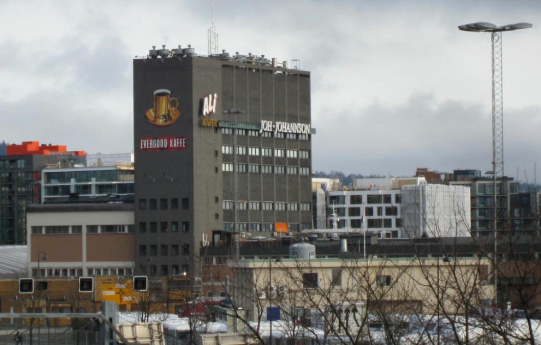 HØY PÅ KOFFEIN: Kaffetårnet på Filipstad har vært et kjennemerke for Joh. Johannson i mange år. I årenes løp har Johansson-familien pløyd store deler av overskuddet inn i eiendom.(Foto: Jan-Tore Egge/Wikimedia Commons)