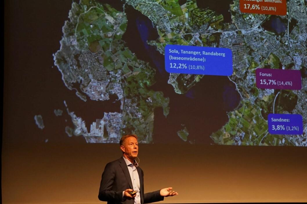 FERSK RAPPORT: Jan Inge Røyland presenterte den ferske markedsrapporten til Eiendomsmegler 1 Næringseiendom under Citykonferansen Stavanger. Foto: Carine Bjørvik Andersen