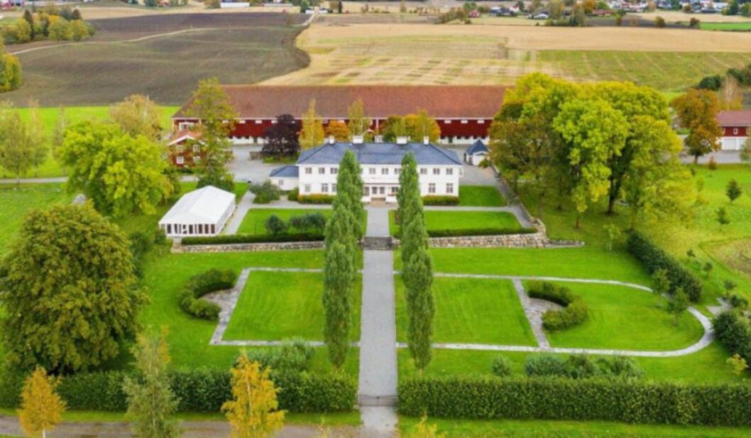 GØY PÅ LANDET: Det ble en forrykende budrunde om Staur gård. Den nye eieren måtte punge ut langt mer enn prisforlangende på 44 millioner kroner. (Foto: Tegneby & Grønnerød Landbruksmegling)