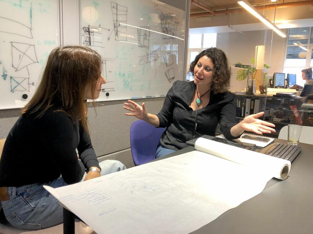 FREMTDIEN: Angie Mendez fra A-lab og Joana fra Comte Bureau er en av flere fagfolk som ser fremover. Foto: A-lab