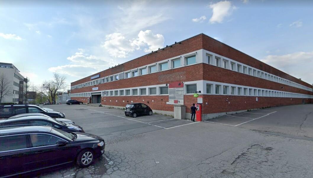 BLODRØDT: Oslo kommune kjøpte denne eiendommen for å erstatte den med ny skole. Nå er disse planene satt på vent, en avgjørelse som koster kommunen dyrt.
