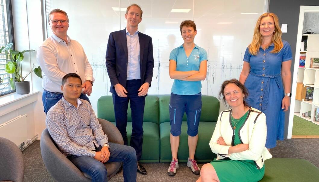 OPPSTARTSMØTET: Fra venstre bak Bjørn Lunde Kristensen, Henrik Taubøll, Nathalie Labonnote og Kjersti Folvik, Aspelin Ramm. Fra venstre foran: Resty Garcia og Benedicte Økland.