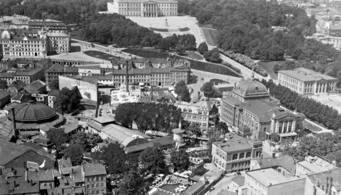 FORLYSTELSE: Tivoli lå rett ved Nationaltheatret og Circus. Folk som skulle på byen i gamle dager havnet gjerne der.