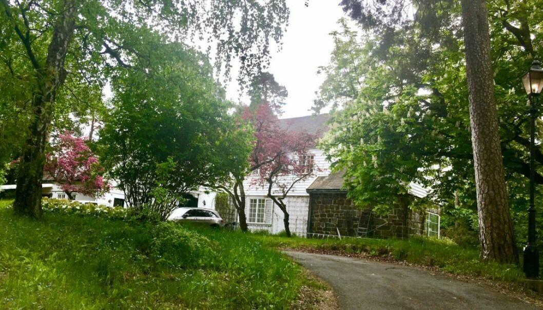 OVERKJØRT: Grunneieren av denne eiendommen på Fornebu må avstå grunn gratis til Fornebubanen, i henhold til et ferskt vedtak fra Fylkesmannen.