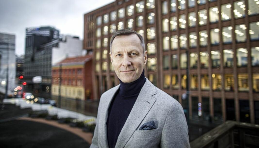 KRITISK: Nicolai Riise ber offentlige oppdragsgivere skjerpe seg.