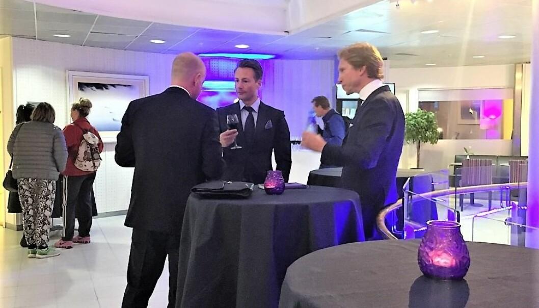 VANT IKKE FREM: Runar Vatne (i midten) har tapt første rettsrunde mot Carl Erik Krefting i kampen om verdiene i Søylen-systemet.