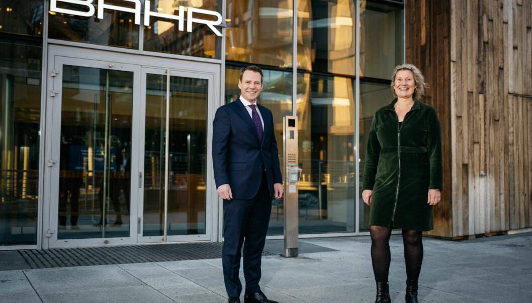 BYTTER BEITE: Eiendomsadvokat Andreas Rørvik er ny partner i BAHRs eiendomsgruppe, her sammen med Anne Sofie Bjørkholt, partner og leder av eiendomsgruppen. (Foto: Erik N.H. Krafft)