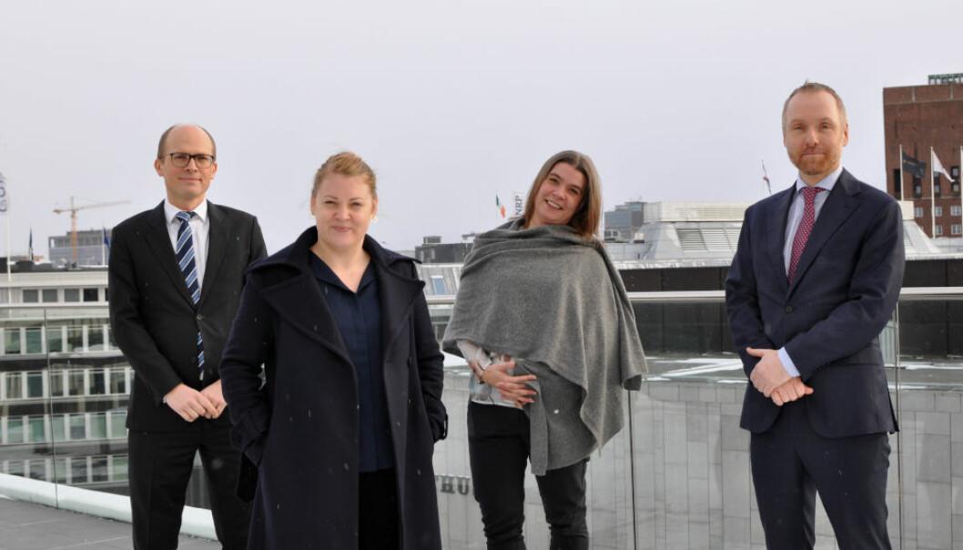 NY PÅ TOPPEN: Silje Sund (nr. to fra venstre) er ny leder av Schjødts eiendomsgruppe, her flankert av f.v. Ditlef Thaulow, Camilla K Lunne og Martin Støren i advokatfirmaet.