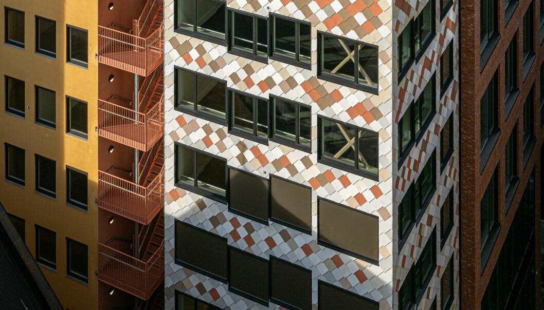 DET ER MULIG: Entras forretningsbygg i Kristian Augusts gate 13 er et eksempel på at det er mulig å bygge med ombrukte byggematrialer. Her er alt fra fasader til hulldekker brukt tidligere. Arkitekt: Mad arkitekter.