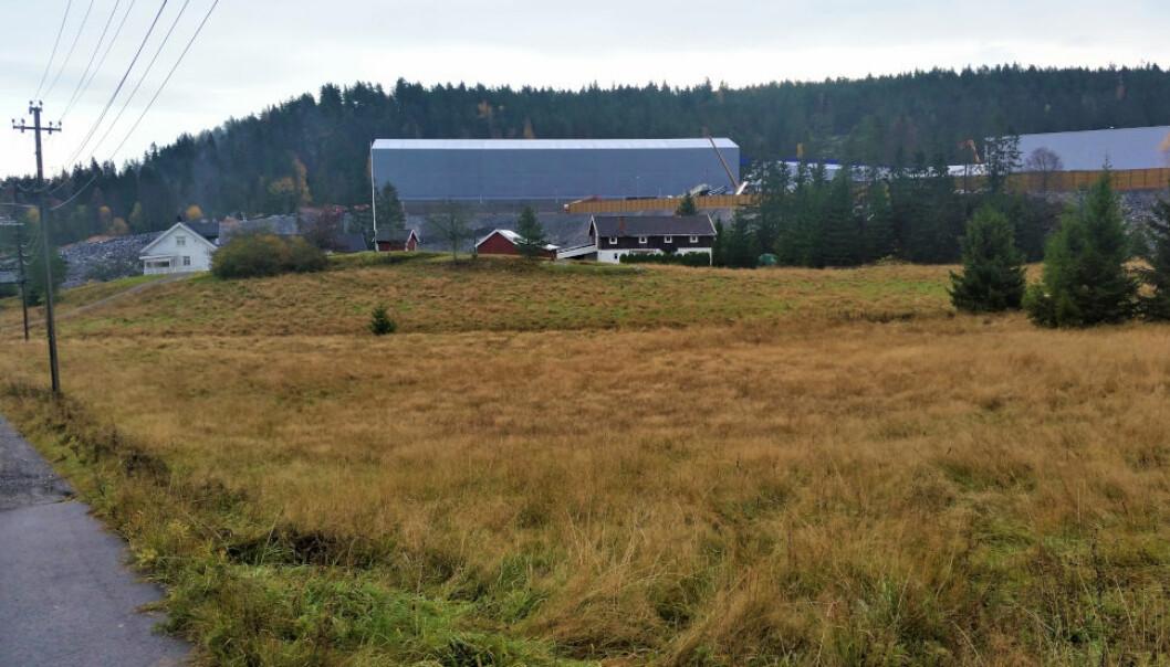 BARBERTE ERSTATNING: Eierne av dette småbruket på Klemetsrud ble i 2019 tilkjent en erstatning på 75 millioner kroner. Bane NOR anket avgjørelsen og nå har overskjønnet barbert ned erstatningen med 25 millioner kroner.