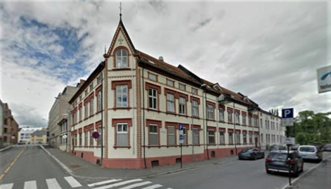 AV SINE EGNE: Mannen renoverte og seksjonerte denne bygården på Hamar, men valgte å beholde kjelleren. Nylig gikk leilighetskjøperne til retten for å få kjellerarealene tvangssolgt. (Google Street View)