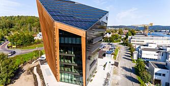Solcellene er helt avgjørende når bygget skal produsere mer energi enn det bruker