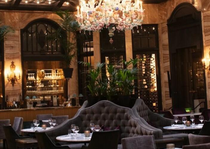 Grand Café har vært en kulturinstitusjon som har vært stamsted for gjester som m Henrik Ibsen, Edvard Munch, Roald Amundsen, Knut Hamsun, Gustav Vigeland og Fridtjof Nansen.