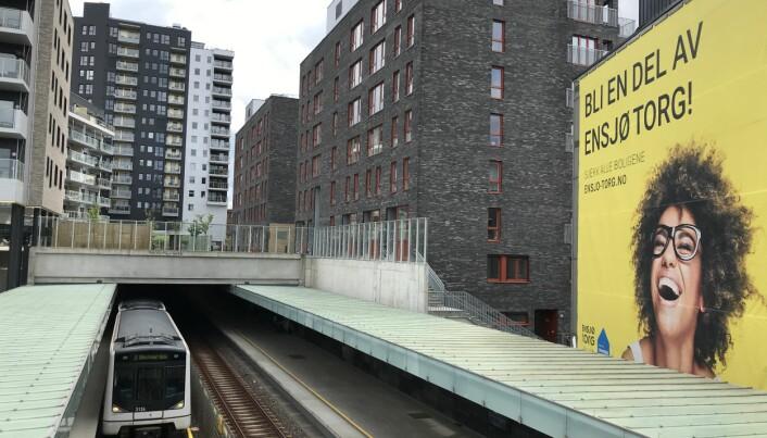 SENTRALT: Beboerne i disse byggene har svært kort vei til T-banen.