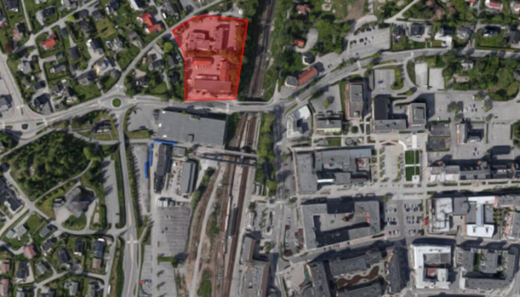 LEGGER STEN PÅ STEN: Brick Utvikling har kjøpt ytterligere tomteareal i Ski. Arealet er markert i rødt.