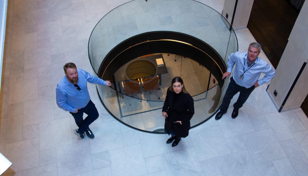 FORNØYD: Ken Pedersen fra Møller Eiendom (tv), Hanna Lindland i Neowit og Cato Monrad i GSS er fornøyd med samarbeidet om den nye sikkerhetstjenesten.