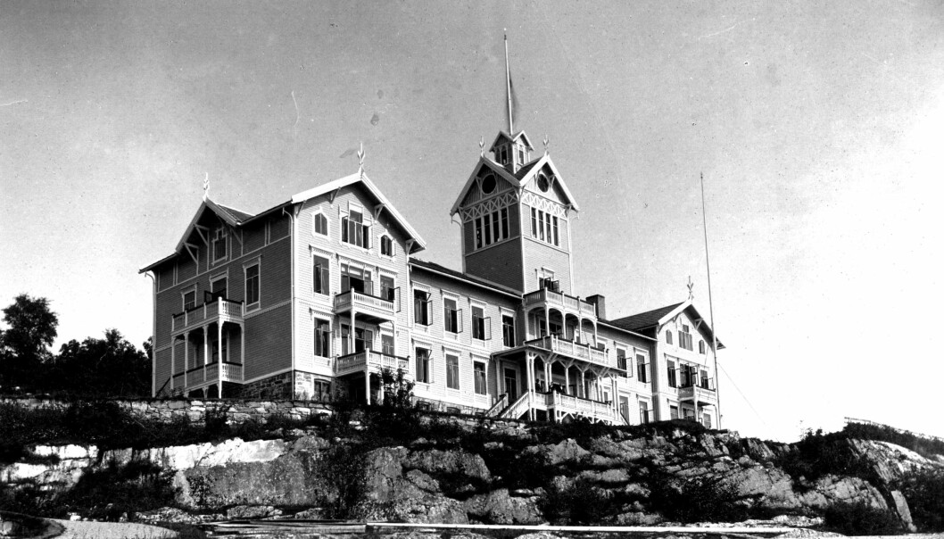 BORTE: Grand hotel forsvant i en kraftig brann i 1919 og ble ikke bygd opp igjen.