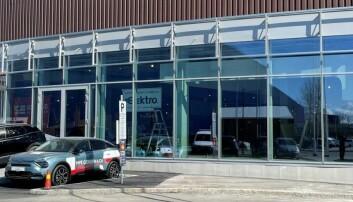 Åpnet massiv bilforretning inne i kjøpesenteret (+)