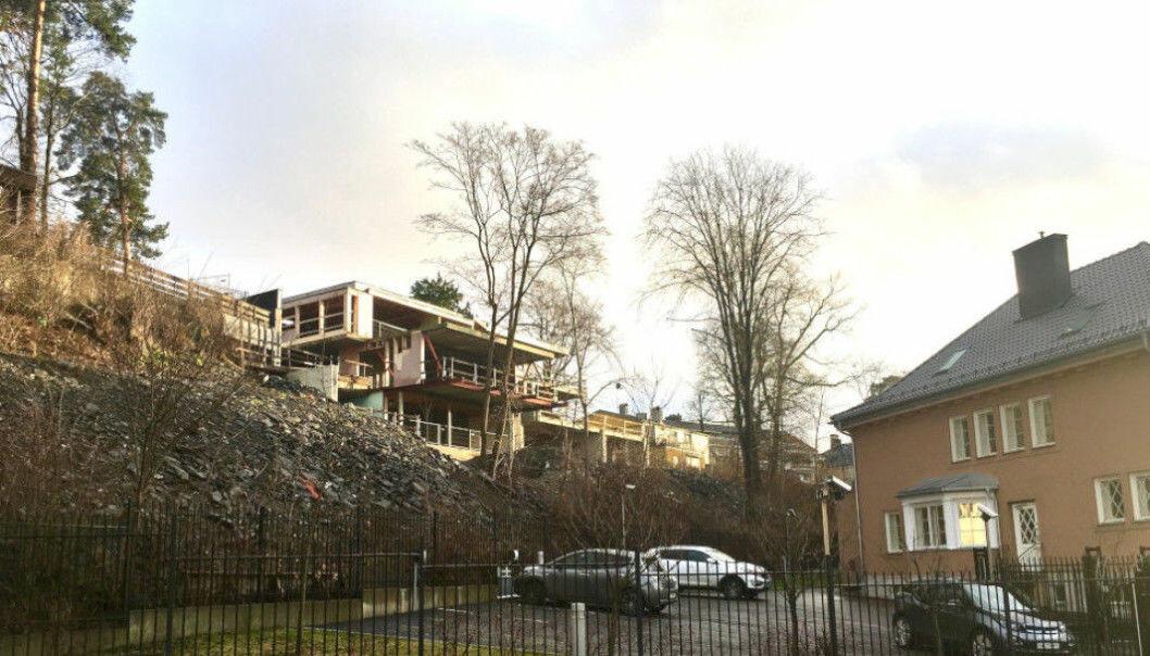 KLAGE: Dette boligkomplekset på Frogner i Oslo var eid Fevziye Kaya Sørebø, som ble skutt og drept på åpen gate i april i år. Prosjektet håndteres nå av dødsboet, som jobber med å ferdigstille eneboligen.