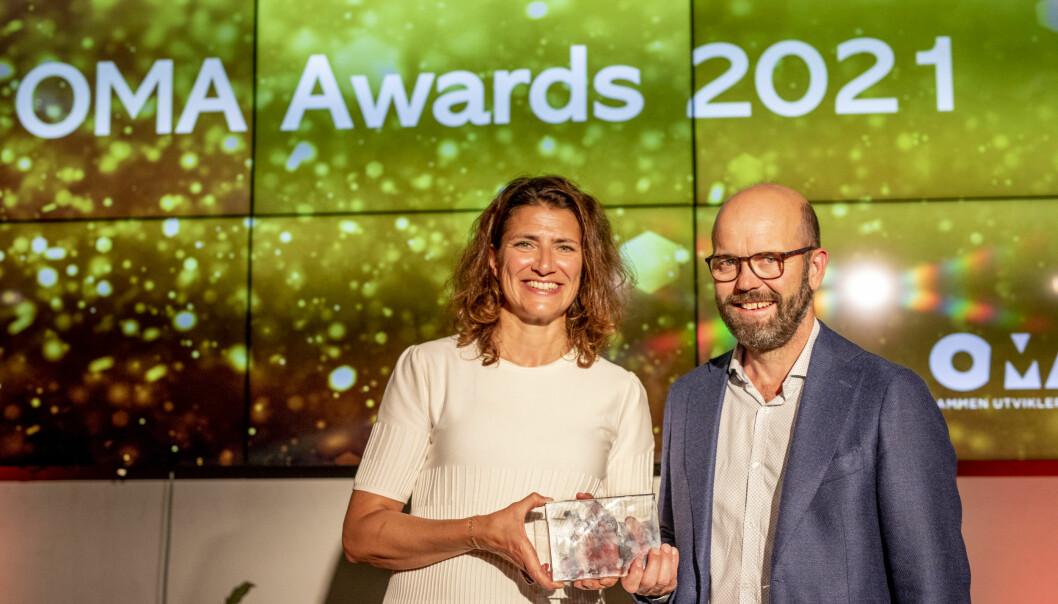 PRIS FOR OMBRUKSPROSJEKT: Adm. direktør Sonja Horn og direktør prosjektutvikling Per Ola Ulseth mottar prisen.