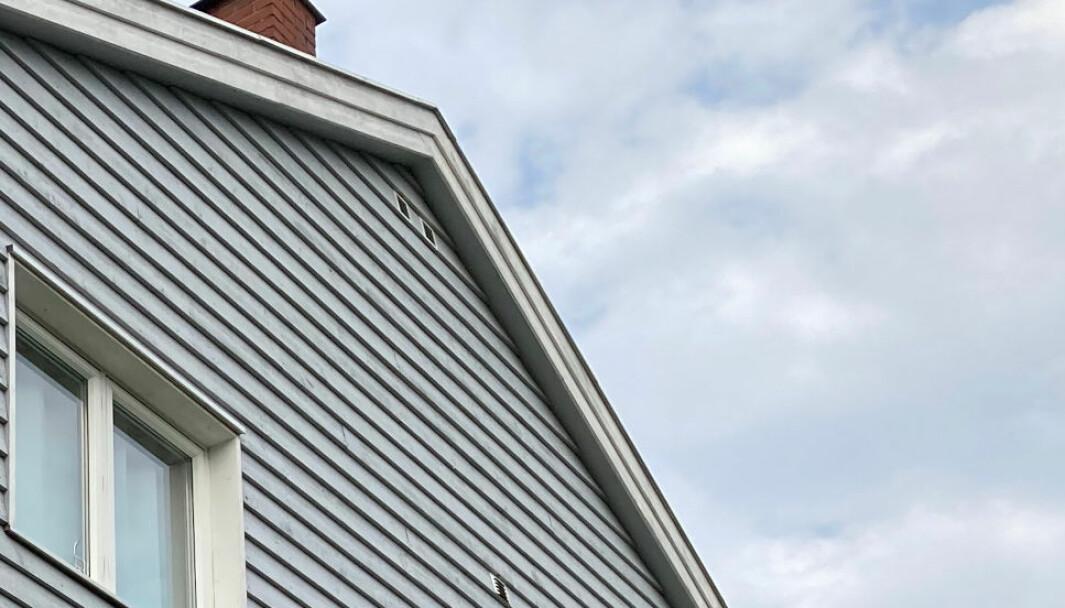 ASBEST I VEGGENE: Selgeren opplyste at blant annet garasjen var kledt med asbestholdige eternittplater utvendig. Men saken havnet i Finansklagenemnda da kjøper oppdaget store mengder asbest også innvendig i boligen, samt at det utvendig var benyttet asbestholdige plater som vindtetting på hele fasaden. (Ill. foto)
