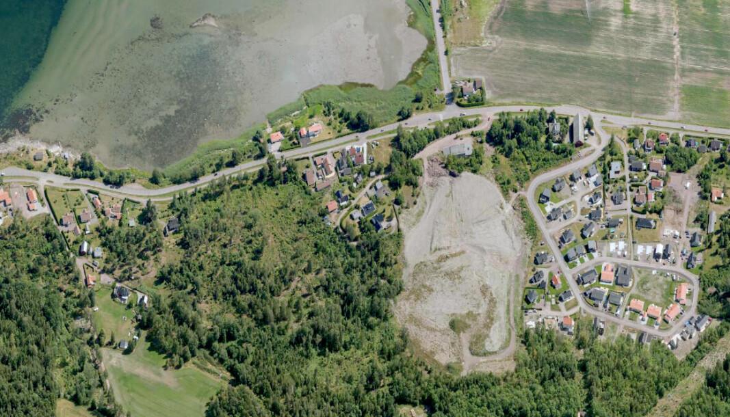SJØNÆRT: Det grå steinbruddet ved Oslofjorden er området som nå planlegges utbygd.